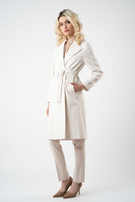 1 pardesiu alb cu model si cordon v21 Valeria
