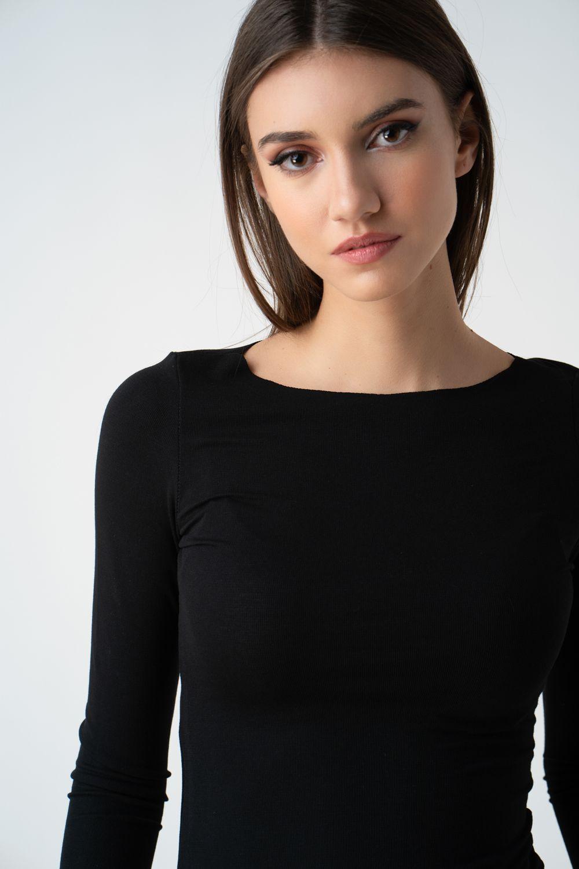 bluza neagra mulata pe langa gat v21 Liana ETIC 1